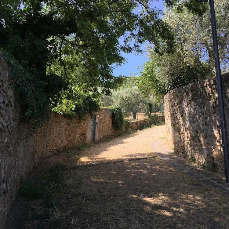 The ancient walk path leading to downtown Florence.